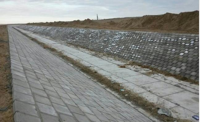 劲强长方形护坡塑料模具成功案例之-伊犁南大渠工程