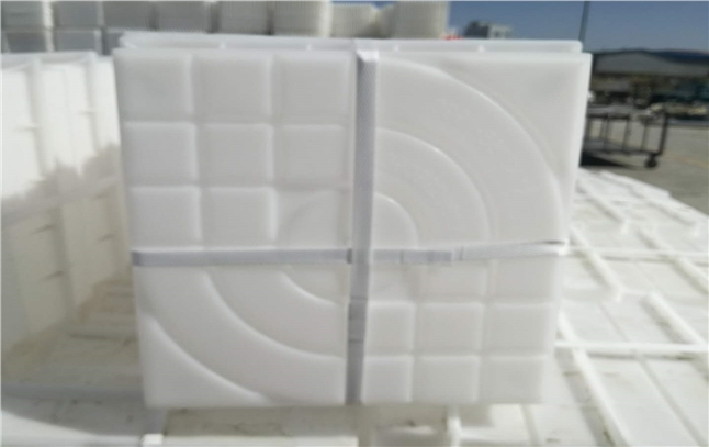 叶城客户去年订购彩砖塑料模具将近十万套