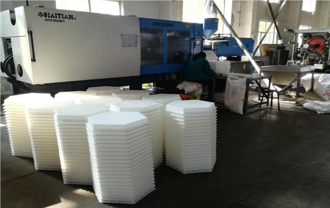 在水利工程中应用广泛的六边形塑料模具制品